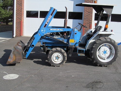 Small Tractors With Loaders : Ford compact tractor with loader for auction municibid