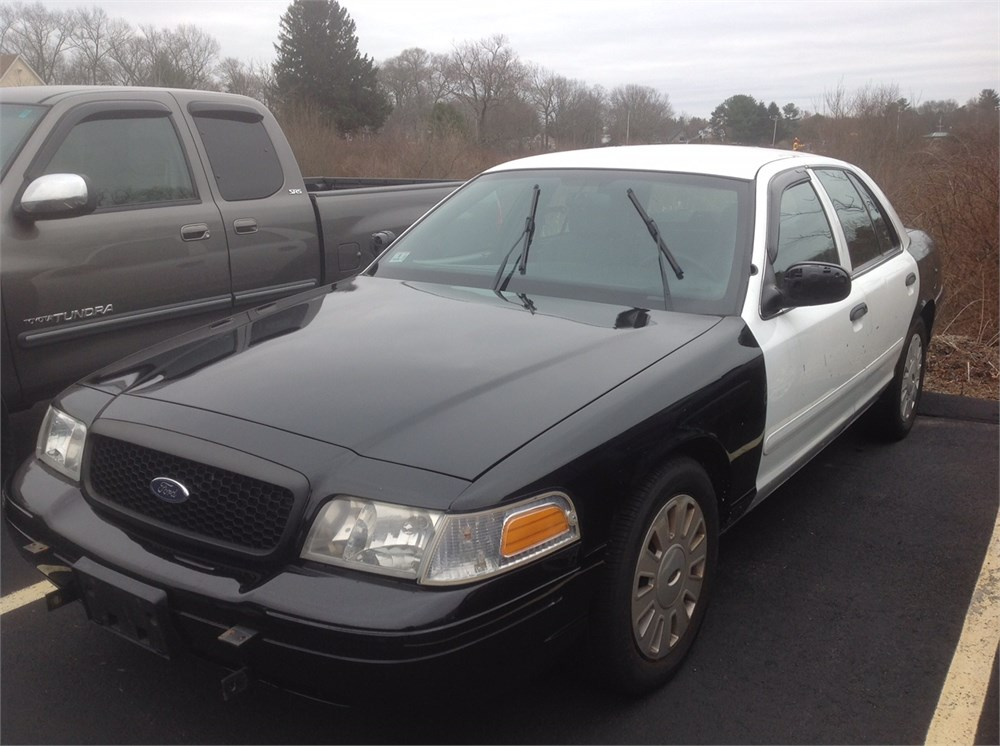 2008 ford crown victoria sedan for auction municibid. Black Bedroom Furniture Sets. Home Design Ideas