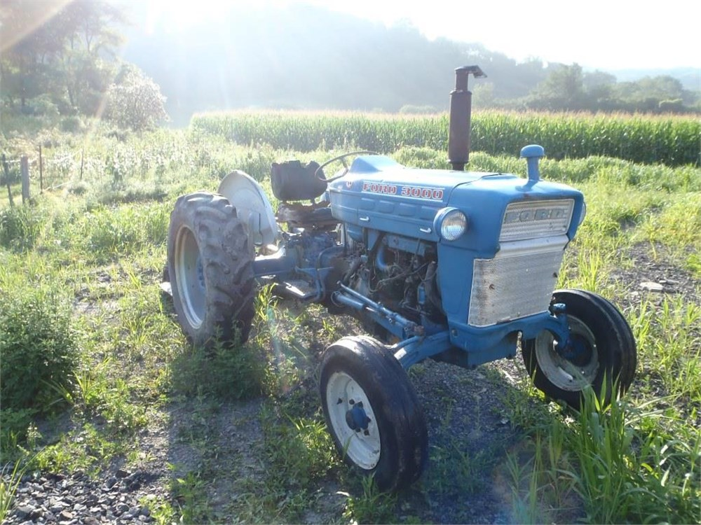 Ford 3000 Farm Tractor : Ford gas tractor for auction municibid