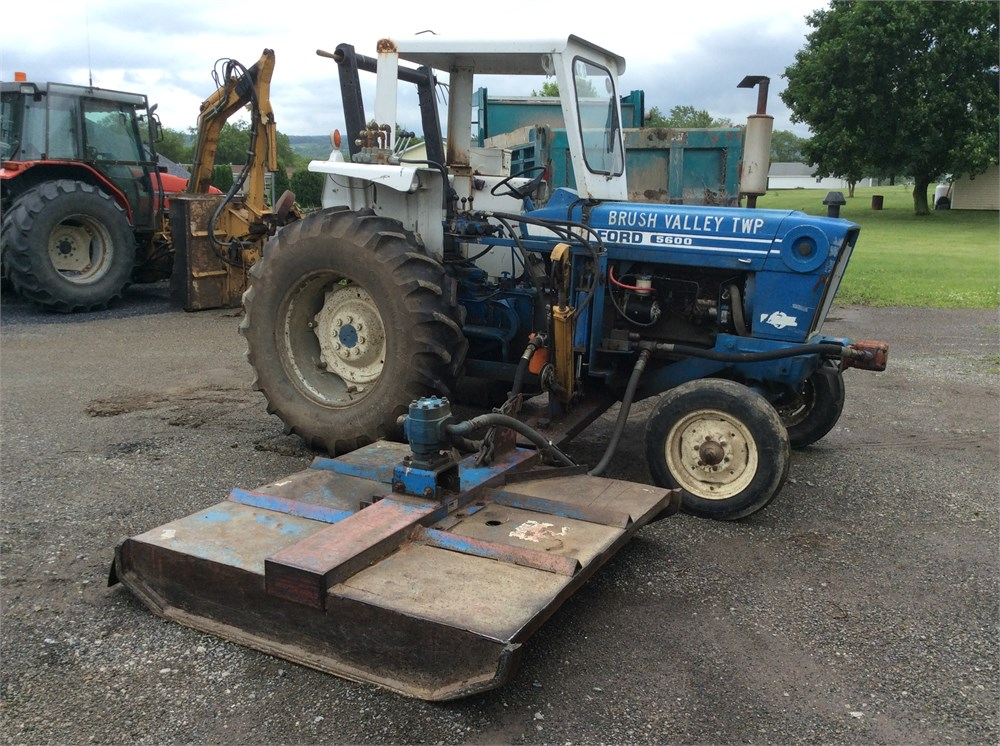 Ford 5600 Tractor : Ford tractor with tiger side deck mower