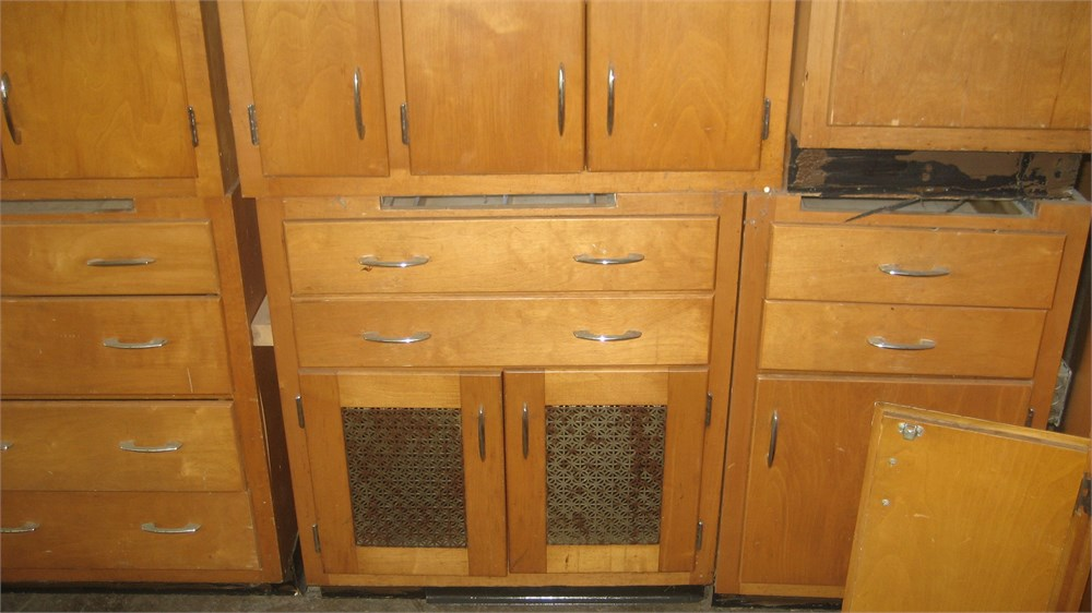 Kitchen cabinets for auction municibid for Auctions for kitchen cabinets