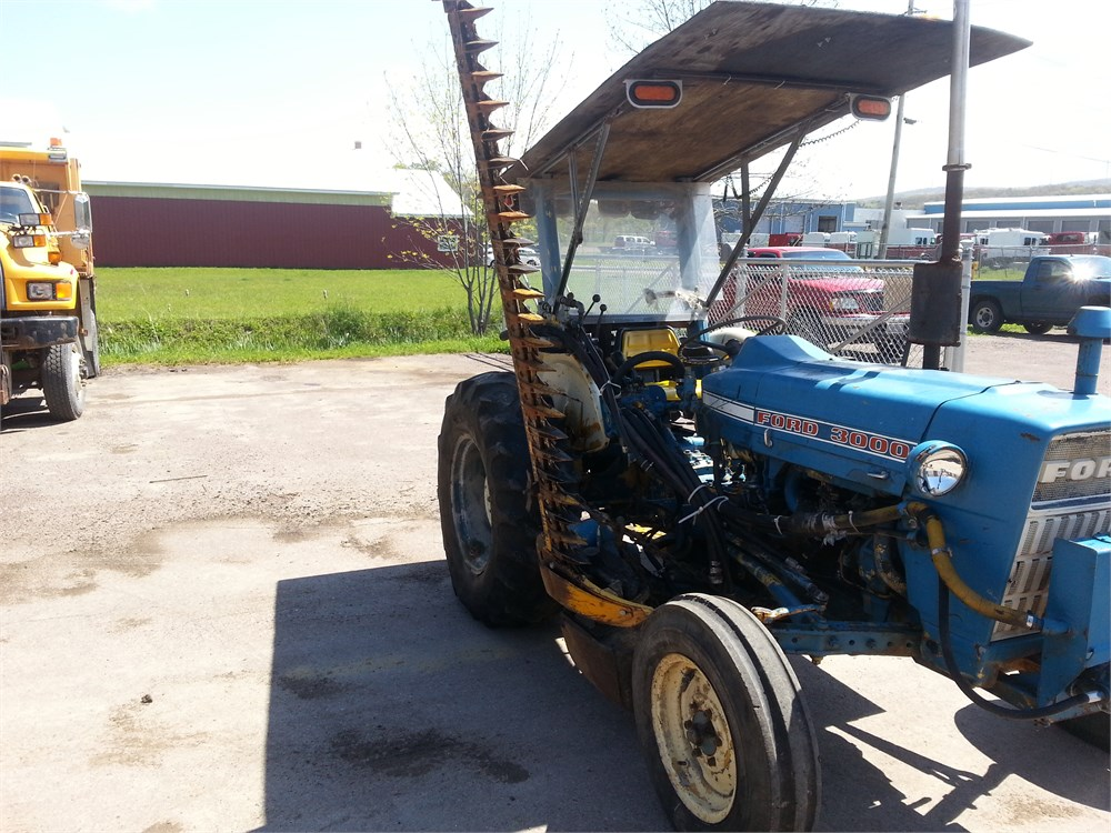 Ford Tractor Bars : Ford tractor w sickle bar mower for auction