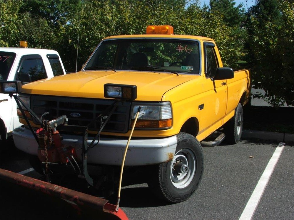 1997 ford f250 heavy duty 4x4 w plow online government auctions of government surplus municibid. Black Bedroom Furniture Sets. Home Design Ideas