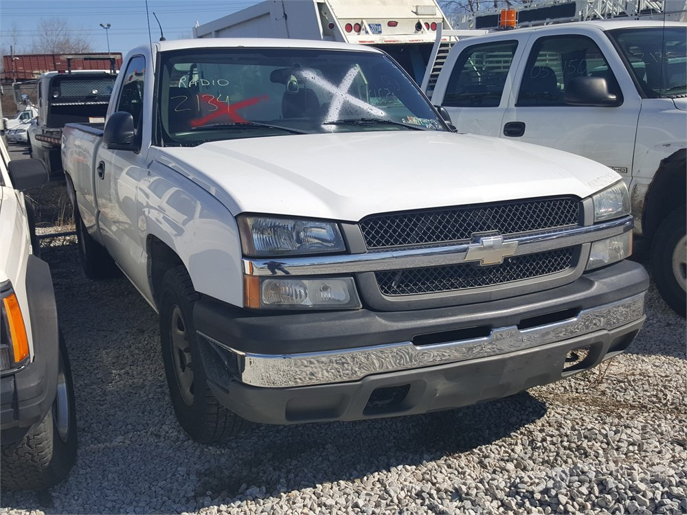 2004 chevrolet silverado 2 door pickup lot2134 045212 for auction municibid. Black Bedroom Furniture Sets. Home Design Ideas