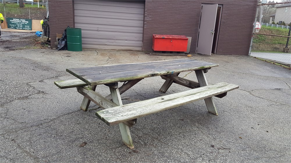Pressure treated picnic table for auction municibid for Affordable furniture grants pass oregon
