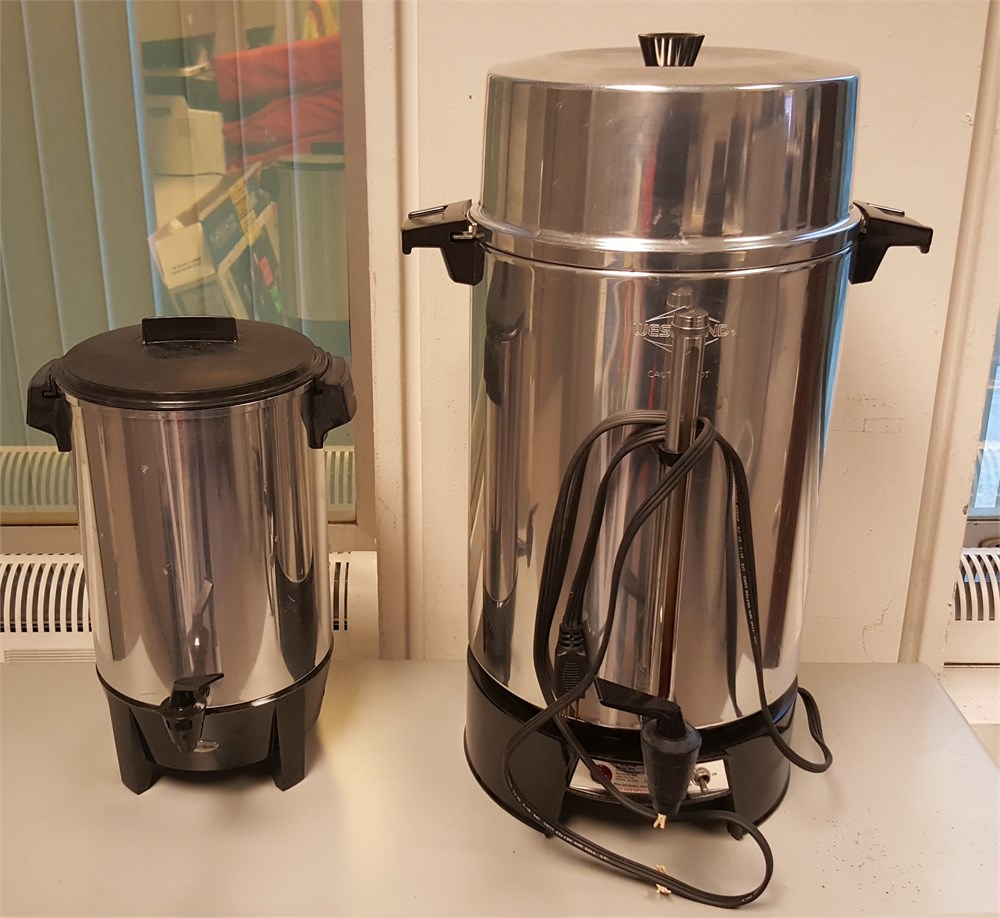 (2) WEST BEND COFFEE MAKERS / LOT 38A for Auction Municibid