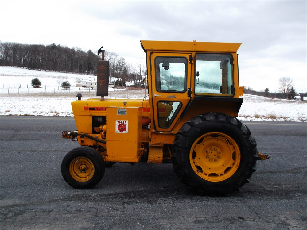 6100 Ford Tractor : Ford diesel tractor with side mower for auction