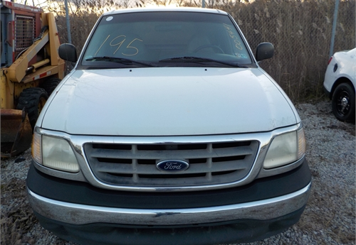 2000 FORD F150 PICKUP WITH CAP / LOT195-005441