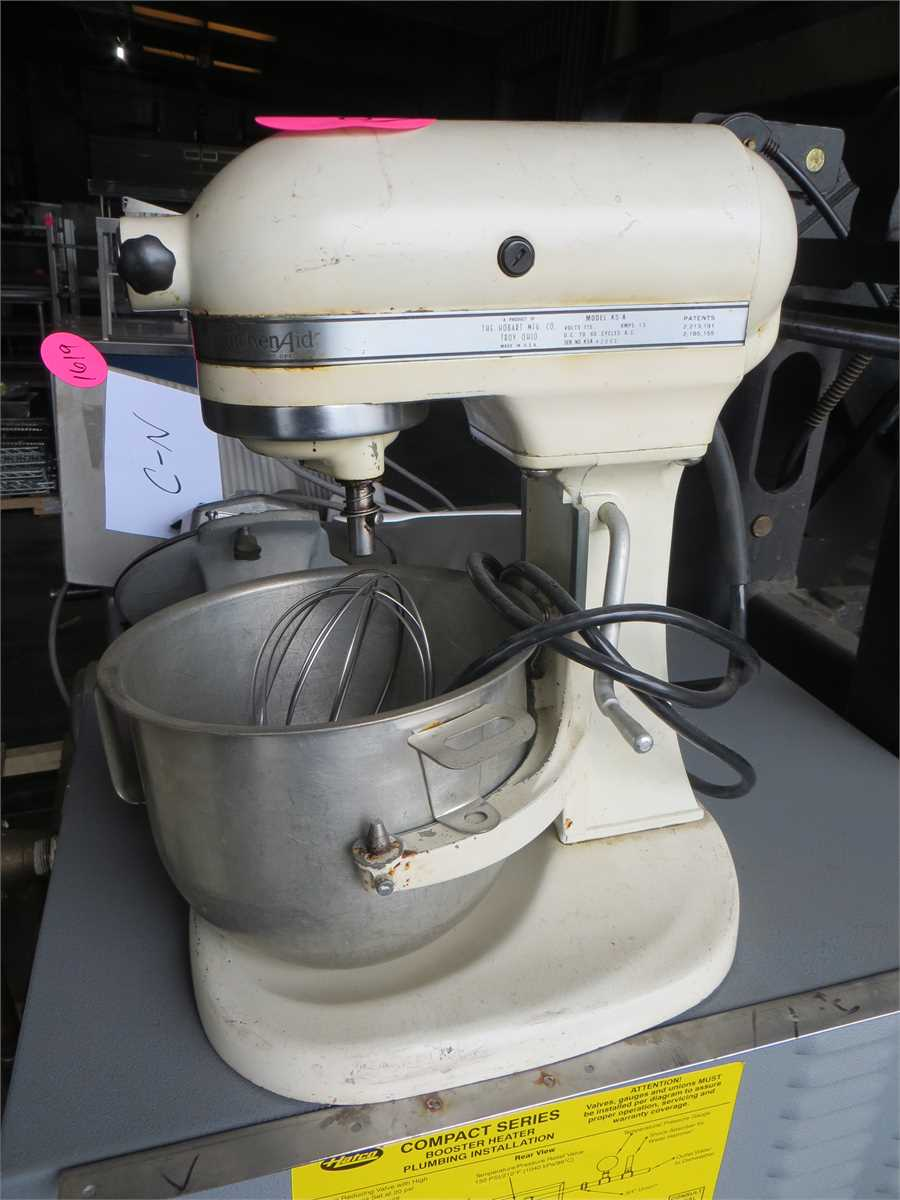 1919A Kitchen Aid Stand Mixer w/Wisk & Paddle Attachments ...