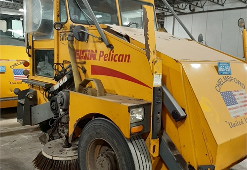 2005 Eligin Pelican 3-Wheel Sweeper