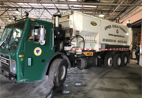 2011 Mack/Labrie 30CY Side Loader/One Arm Trash Truck