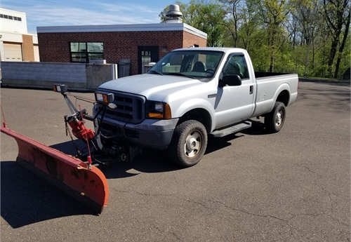 2006 Ford F-350 Super Duty, 4x4 w/ Plow