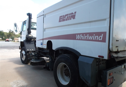 2005 Elgin/Sterling Whirlwind Sweeper