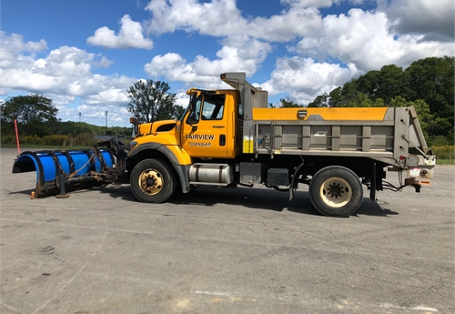2012 INTERNATIONAL 7400 4x2 DUMP TRUCK W/SNOW REMOVAL ACCESSORIES