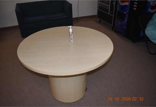 "JOHNSTOWN - (1) Round 40"" Table with (4) Black Stack Chairs"