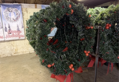 "48"" pole mount wreaths"