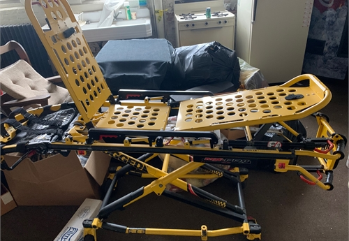 1 Stryker MX Pro Manual Ambulance Stretcher